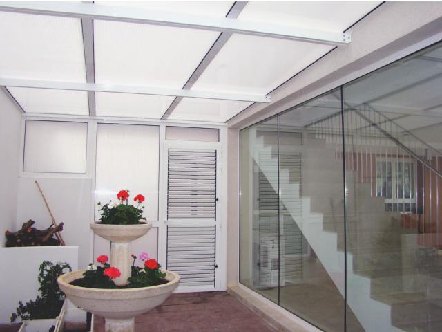 Acristalamiento cerramiento y cubierta piscina 4 aluinma carpinter a de aluminio en alicante - Piscina cubierta alicante ...
